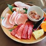 北海道和牛カルビ、サチク麦王豚ロース、知床鶏もも肉、サチク麦王豚ベーコン、味付生ラムジンギスカン、ミニ焼き野菜
