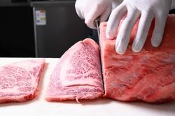 北海道和牛A5ランクの上カルビやロース、ヒレ等ワンランク上の焼肉全7品付きコース