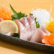 やわらかな食感と甘み、旨みが絶妙な美味しさ。瀬戸内海の王様と言われる魚です。秋から冬が脂ののりが一番良い時期です。
