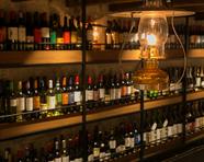こだわりの炭火焼き鳥と相性抜群。種類豊富にワインをご用意。