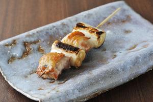 地鶏「天草大王」のジューシーな肉汁と、プリプリとした弾力を味わえる『ねぎま』