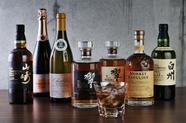 バーさながらの豊富な『ワイン・ウイスキー』が80種類以上。ソムリエによる、お酒にまつわる話も楽しい