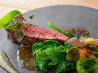 地元産の上質な食材を使ったディナーコース『ラ・ベルソワール』