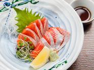 稚魚から丹精込めて、試行錯誤しながら育てた福井県の新名産。臭みがなく脂がのった『ふくいサーモン』