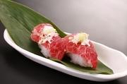 飛騨牛にぎり寿司に使用している肉は生ハム(非加熱食肉製品)です。そのままお召し上がりいただけます。