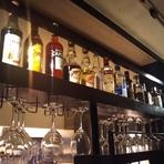 ワインやカクテル、取り揃えられた豊富なお酒