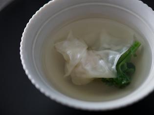 じっくりと旨味を煮溶かした『雉の極上スープ 雲呑添え』
