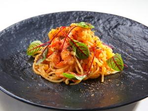 特製ソースと自家製パスタの絡みが思わずやみつき『生パスタスパゲティ ズワイガニと黄トマトのソース』