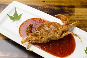 サクサク食感と辛さを楽しめる蟹の唐揚げ『ソフトシェルクラブのヤンニョム』