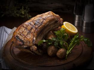 ボリューミーで食べ応えのある『国産豚のLボーンステーキ』