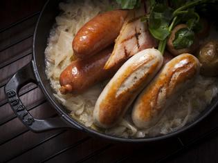 仔牛と豚肉のベーコンが入ったドイツ・バイエルン州のソーセージ