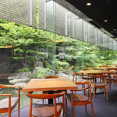 豊かな緑に囲まれて都会の喧騒を忘れさせてくれるオシャレ空間