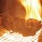 炭火焼はおまかせあれ!肉の旨味を最大限に引き出す、火加減。