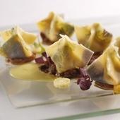 華やかな春の空気を伝える『リコッタチーズのファゴティーニ ナスのタルタルとピスタチオのソース』