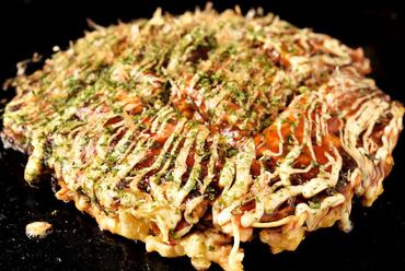 本場大阪の「まぜ焼き」で供される、表面はサクッ!中身はふわふわの『お好み焼き 各種』