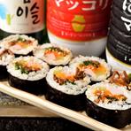 店主が子供のころ祖母がよくつくってくれたキンパ。韓国の家庭料理でも定番の人気メニューです。中身は、ビビンバ、ほうれん草、ナムル、ソーセージ、タクワンなど。ぜひ、日本の方にも味わって欲しい一品です。