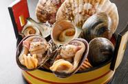 産地直送の活き貝を焼いて食す。見た目も豪快な『でら盛り』