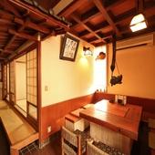 古民家風のテーブル席など親しみやすい和空間が広がる店内