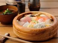 移り行く季節の旨みを存分に味わう、彩り鮮やかな『海鮮ちらし寿司』
