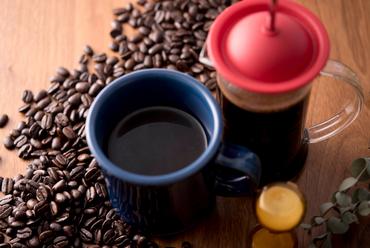 生豆を自家焙煎。珈琲の味のすべてを味わえる「フレンチプレス」で淹れた『コーヒー』