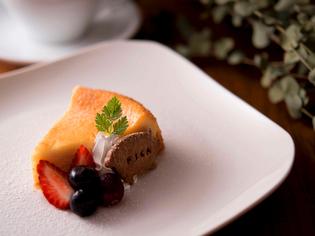 密度の濃いチーズが決め手。甘さ控えめな大人の『チーズケーキ』