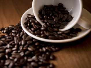 生豆から店内で丁寧に焙煎。ごまかしがきかない『コーヒー』