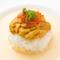 ウニの旨味と、生クリームと卵黄の洋風ソースが混ざり合う『濃厚うに丼』