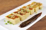 焼きあがる香ばしさが食欲を刺激する『京生麩のごま油焼』