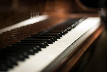 週末ごとに開かれるピアノリサイタルで、心動かされるひとときを