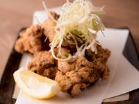 昭和45年創業の福栄のから揚げは地元久留米で愛される直営から揚げ店。昔ながらのシンプルな味付けが人気の秘密です。