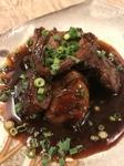 はかた地どりの肝をサッと焼き上げ、秘伝のタレで絡めます。ぷりぷりの食感と濃厚な味をお楽しみください。