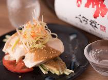 サッと食べやすい『蒸し鶏の冷菜』も好評