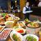 斬新でクリエイティブな空間で旬の食材をブッフェで味わう