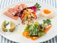 地中海の料理を、その日のシェフのオススメ前菜として愉しめる『前菜の盛合わせ(5種)』