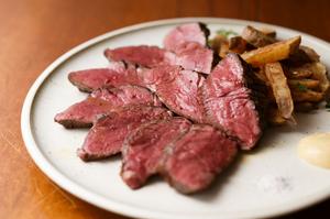 お肉そのものの味わいを存分に満喫『牛ハンギングテンダーのロースト 200g~』