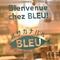 青い魚のマークが目印。店内は南仏の港町の風を感じさせる雰囲気