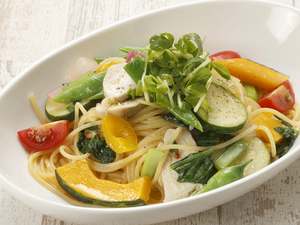 イタリアンシェフがつくるフレッシュ野菜、肉などをふんだんに使った「パスタ」