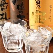 飲みやすく飲み飽きないかろやかな味わい。クセのないクリアな飲み心地でどんな飲み方でも楽しめるカジュアルなウィスキーです。
