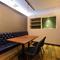 おしゃれな雰囲気の半個室を完備。4~10名まで利用可能