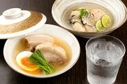 料理人が吟味した、築地市場で毎日仕入れる鮮魚の『本日のお造り』