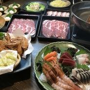 忘新年会団体様向けしゃぶしゃぶ食べ放題に一品料理が6品と飲み放題がセットになった大満足のコースです!