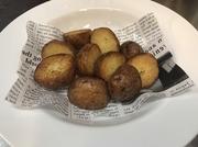 オーガニックジャガイモを塩釜で焼くことによって塩がじっくりジャガイモに入っていき、そしてあげることによって皮のパリっとカント中のホクット感が味わえる新感覚フライドポテト。