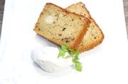 無添加にこだわり、道産大豆と、にがりと手稲山の伏流水で作り上げた、豆乳を使用。当店で焼いているパウンドケーキ。当店スイーツ不動の1番人気です!