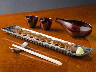 静岡産の本ワサビをすりおろして提供。料理がいっそうおいしく!