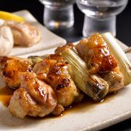 仕事帰りの女子会に、旬の食材をリーズナブルに味わえる炉端テイストの串やあぶり焼きが活躍しそうです。飛騨牛A5ランクのステーキや、新鮮魚介の焼き物・炙りもの。調理法は好みに応じてくれるのが嬉しいです。