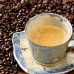 一杯ずつ豆を挽き、ドリップで淹れる本格コーヒー