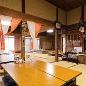 60~70年前の家をそのまま使った内装は落ち着いた雰囲気