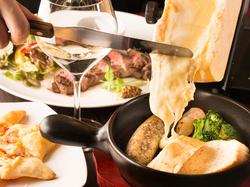 手作りの星型カルツォーネ、大人気のラクレットチーズ、黒毛和牛の赤身ステーキなど盛りだくさんのコース。
