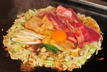 牛肉と割り下の味がたまらない独創的な絶品『和牛すき焼き風もんじゃ』