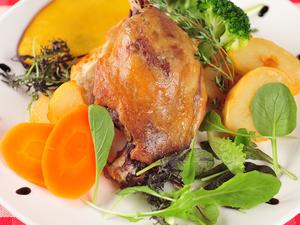 時間をかけて仕込む『カモのコンフィ』は伝統的なフレンチのレシピ